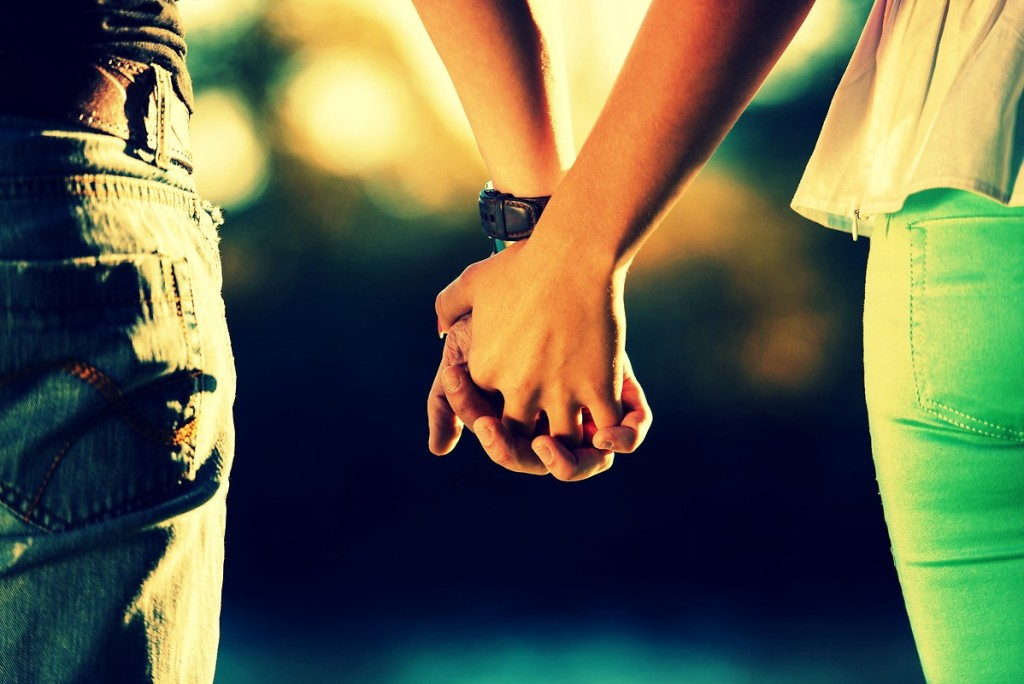 why-holding-hands-feels-so-good